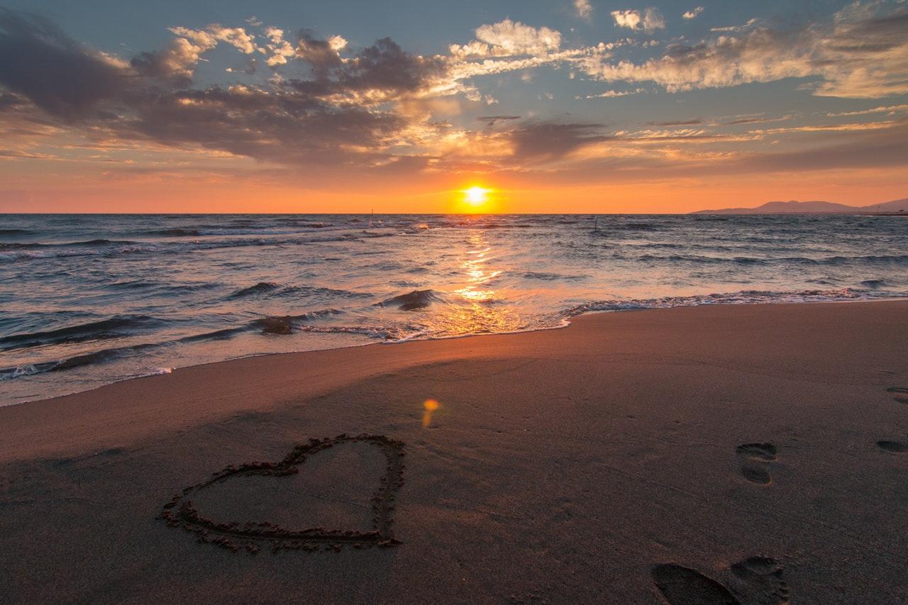 Earth Day art-beach-beautiful-269583 Pixabay no credit req